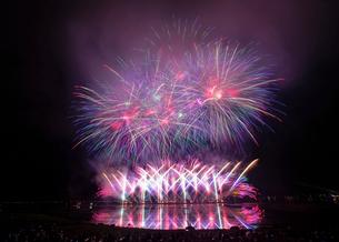 諏訪湖 日本 長野県 諏訪市の写真素材 [FYI03407368]