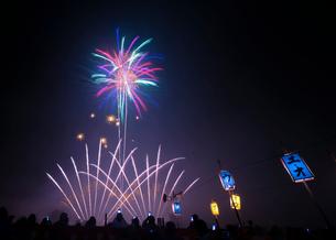 片貝の花火 日本 新潟県 小千谷市の写真素材 [FYI03407374]