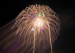 片貝の花火 日本 新潟県 小千谷市の写真素材 [FYI03407377]