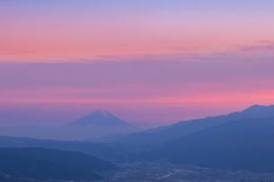 高ボッチ山から望む富士山の写真素材 [FYI03407459]