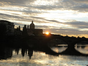 アルノ川の夕日の写真素材 [FYI03407514]