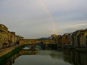 ポンテヴェキオと虹の写真素材 [FYI03407519]