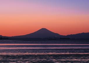 木更津から望む富士山 日本 千葉県 木更津市の写真素材 [FYI03407542]