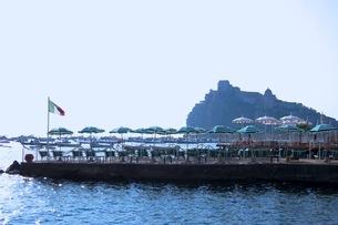 イスキア島のアラゴン城の写真素材 [FYI03407602]