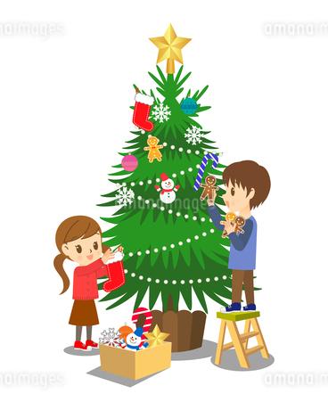 クリスマスツリーの飾り付け のイラスト素材 [FYI03407768]