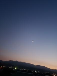 夜空の月よ3の写真素材 [FYI03407809]