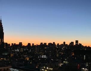 都会の夜明けの写真素材 [FYI03407958]