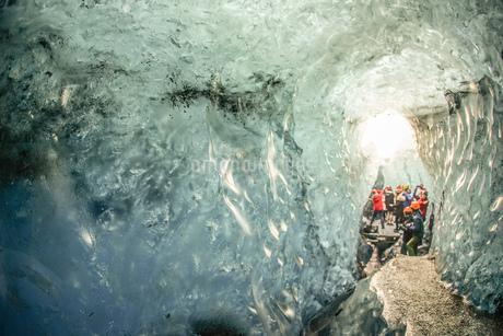 アイスランド・氷の洞窟(ヴァトナヨークトル)の写真素材 [FYI03408400]