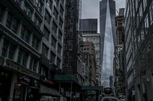 ニューヨーク・ロウアーマンハッタンの街並みの写真素材 [FYI03408423]