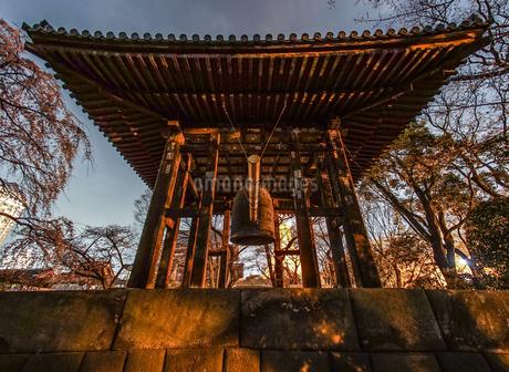 除夜の鐘のイメージの写真素材 [FYI03408448]
