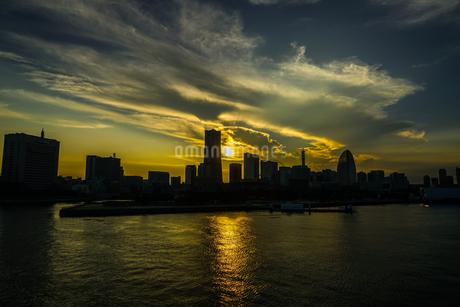 横浜の街並みと夕景の写真素材 [FYI03408494]