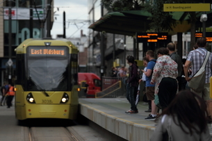 Manchester tram with peopleの写真素材 [FYI03408560]