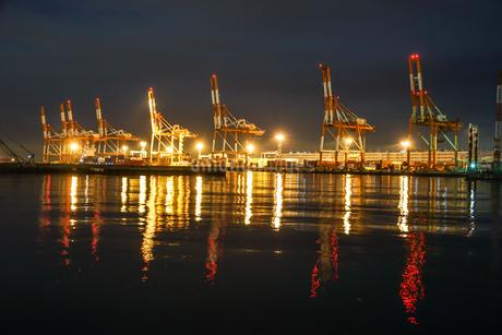 大黒ふ頭の港の夜景の写真素材 [FYI03408662]