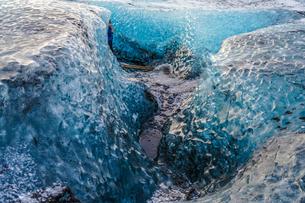 アイスランド・氷の洞窟(ヴァトナヨークトル)の写真素材 [FYI03408716]
