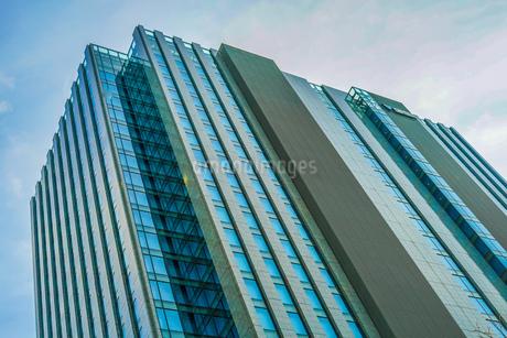 横浜市のビル群と青空の写真素材 [FYI03408848]