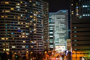 みなとみらいの高層マンションとオフィスビルの写真素材 [FYI03408865]