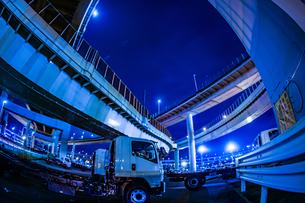 首都高速湾岸線・大黒ジャンクション(横浜市鶴見区)の写真素材 [FYI03408879]