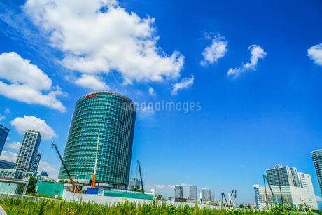 富士ゼロックスRDスクエアと青空の写真素材 [FYI03408899]
