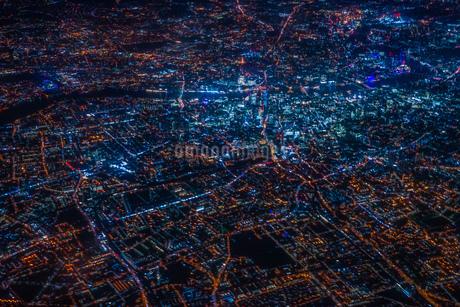 飛行機から見えるロンドンの夜景の写真素材 [FYI03408909]