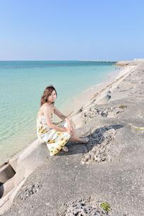 1人旅の女性の写真素材 [FYI03408932]