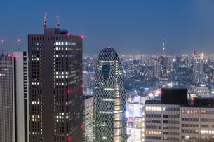 新宿から見た夜景の写真素材 [FYI03409041]