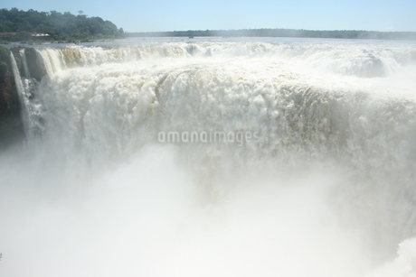 アルゼンチン側のイグアスの滝の写真素材 [FYI03409069]