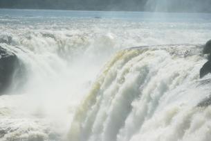アルゼンチン側のイグアスの滝の写真素材 [FYI03409085]