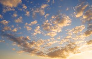 夕焼けの空の写真素材 [FYI03409178]