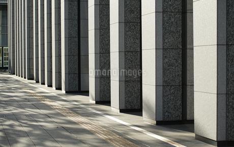 高層ビルの柱の写真素材 [FYI03409181]