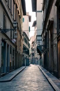 イタリア フィレンツェの路地の写真素材 [FYI03409220]