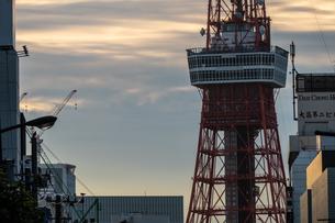 朝の東京タワーの写真素材 [FYI03409345]