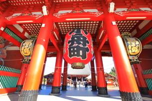 浅草寺宝蔵門の写真素材 [FYI03409396]