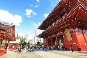 浅草寺宝蔵門の写真素材 [FYI03409400]
