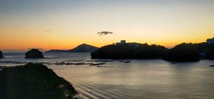 港の日の出の写真素材 [FYI03409685]