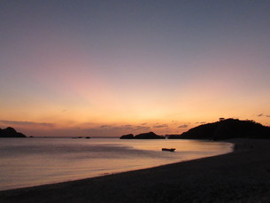 離島の夕焼けの写真素材 [FYI03410077]