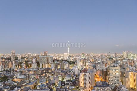 文京区から見た東京の夕暮れの写真素材 [FYI03410290]
