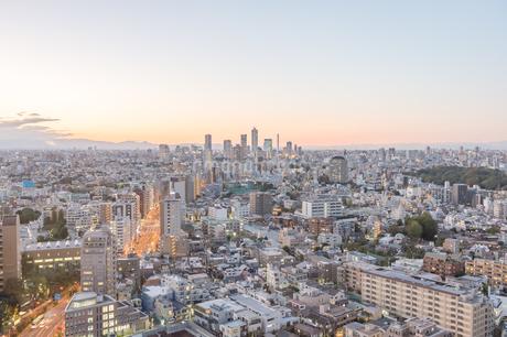文京区から見た東京の夕暮れの写真素材 [FYI03410297]