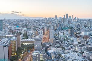 文京区から見た東京の夕暮れの写真素材 [FYI03410299]