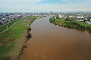 増水した江戸川の写真素材 [FYI03410601]