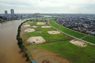 増水した江戸川の写真素材 [FYI03410603]