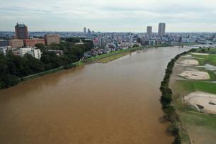 増水した江戸川の写真素材 [FYI03410604]