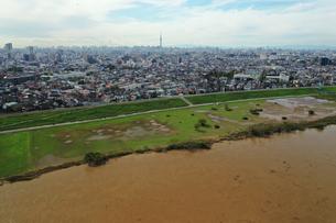 雨降り後の江戸川の写真素材 [FYI03410605]