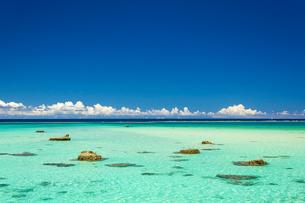 真夏の海の写真素材 [FYI03410728]