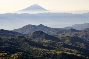 奥秩父から望む富士山の写真素材 [FYI03410783]