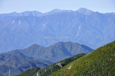 初冬の南アルプス眺望の写真素材 [FYI03410790]