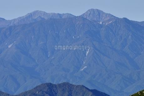 初冬の間ノ岳と北岳の写真素材 [FYI03410791]