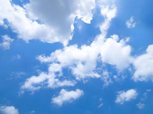 東京の青空と雲の写真素材 [FYI03410890]