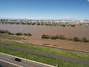 台風で大増水した荒川 東京都足立区の写真素材 [FYI03410951]