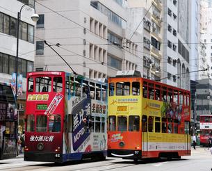 路面電車トラム。香港の庶民の足。の写真素材 [FYI03411094]