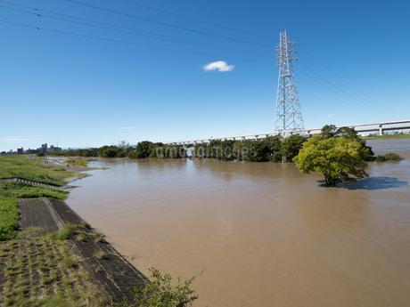 台風で大増水した荒川 東京都足立区の写真素材 [FYI03411112]